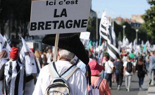 Illustration d'un rassemblement pour la réunification de la Bretagne en 2014 à Nantes.