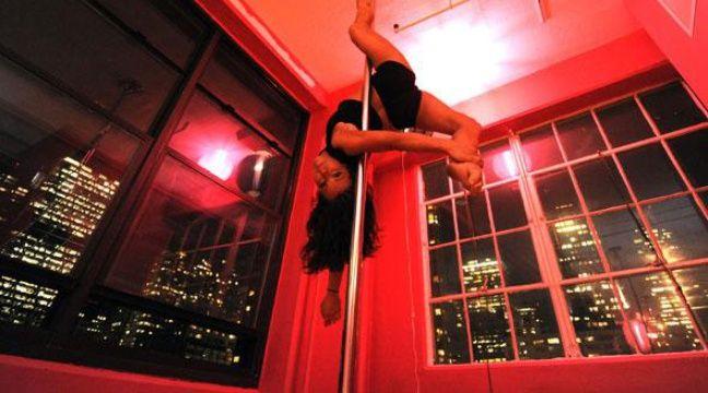 le pole dancing veut sortir du ghetto du sexe. Black Bedroom Furniture Sets. Home Design Ideas