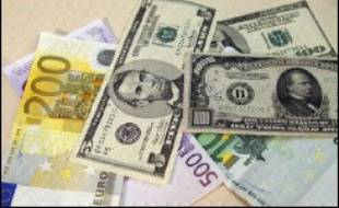 Le dollar se stabilisait face à l'euro mardi matin sur le marché des changes, les cambistes espérant trouver de nouvelles indications sur l'évolution des taux d'intérêt dans les minutes de la Réserve fédérale américaine (Fed).