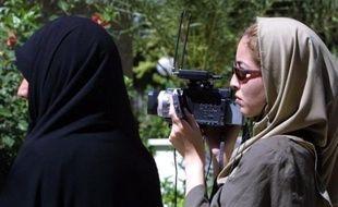 L'Iran va relâcher dans les tout prochains jours la journaliste irano-américaine Roxana Saberi, détenue dans ce pays depuis plus d'un mois, a rapporté vendredi l'agence iranienne Isna.