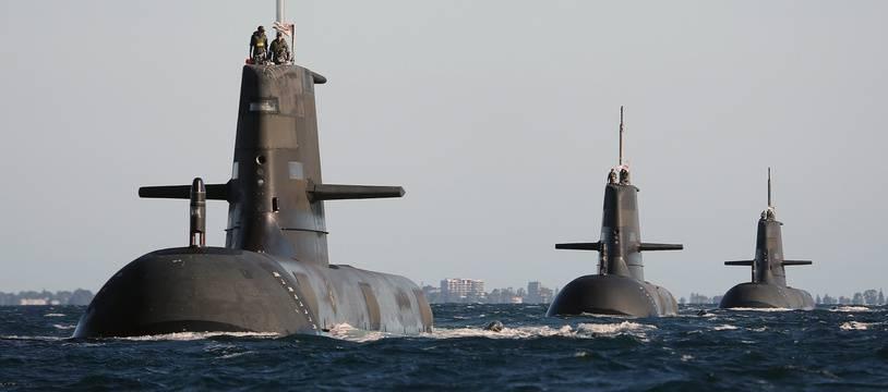 Les sous-marins Collins de la Royal Navy australienne, dans les eaux australiennes le 22  mars 2015