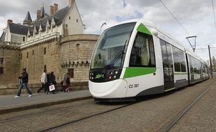 NANTES, le 22/04/2013 Un tramway