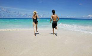 Illustration d'un couple aux Seychelles.
