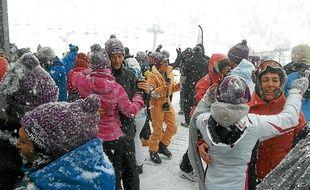 Le festival Salsa en la Montaña à Saint-Lary permet aux skieurs de danser.