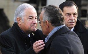 Jacques Mailhot, directeur du théâtre des deux ânes et et Jean Roucas, lors des funérailles de Jean Amadou, à Paris, le 27 octobre 2011.