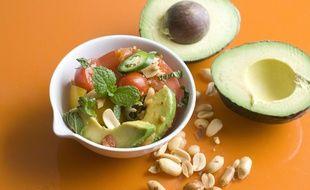 Avocats et oléagineux sont les alliés minceur de celles et ceux qui veulent retrouver un ventre plat.