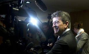 Jean-Luc Mélenchon, candidat à l'investiture du Front de gauche (FG) pour la présidentielle de 2012, répond aux questions des journalistes lors d'un conseil national du Parti de Gauche, le 22 janvier 2011 à Paris