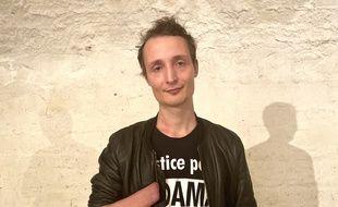 Le gilet jaune Antoine Boudinet, qui a avait eu la main arrachée durant une manifestation à Bordeaux en 2018, est sur la liste du candidat aux municipales Philippe Poutou.