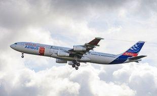 L'A340 d'Airbus equipé de la technologie BLADE, des ailes laminaires, a réussi son premier vol mardi 26 septembre 2017 entre Tarbes et Toulouse.