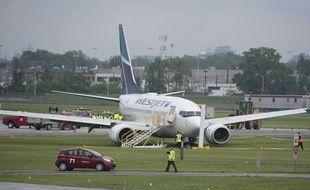 Un avion WestJet a l'aéroport de Montréal, le 5 juin 2015 (illustration).