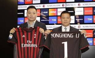 Yonghong Li (à droite) est le mystérieux homme d'affaires chinois qui a mené les négociations de rachat du Milan AC en avril 2017.