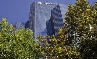 Le siège du groupe français Total, au centre d'affaires de la Défense, le 4 septembre 2013 près de Paris