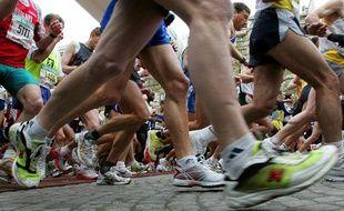 Des coureurs lors du marathon de Paris le 10 avril 2005.