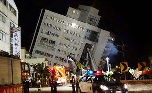 Un bâtiment effondré après le séisme de magnitude 6,4 dans l'est de Taïwan, le 7 février 2018.