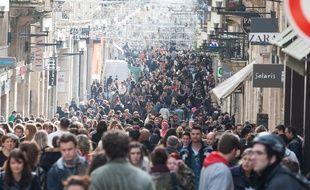 Bordeaux, 8 janvier 2014. - La rue Sainte-Catherine entre midi et deux le premier jour des soldes d'hiver