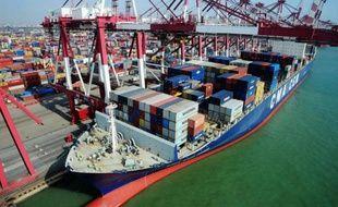 Des conteneurs dans le port de Qingdao, dans la province de Shandong, le 7 mars 2014