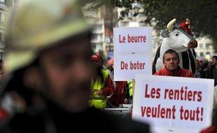 """L'affaire Bernard Arnault a relancé avec force cette semaine le débat sur la fiscalité en Belgique, où plusieurs milliers de personnes ont manifesté vendredi contre les """"rentiers"""" tandis que les partis de gauche réclamaient de taxer davantage les revenus du capital."""