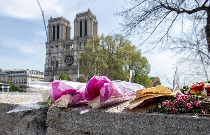 Video Incendie A Notre Dame De Paris La Cathedrale Quasi Sauvee