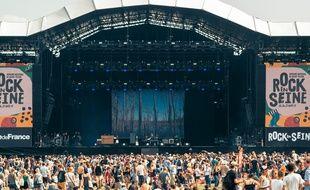 Le festival parisien Rock en Seine favorise cette année l'énergie verte, grâce à un onduleur hybride.