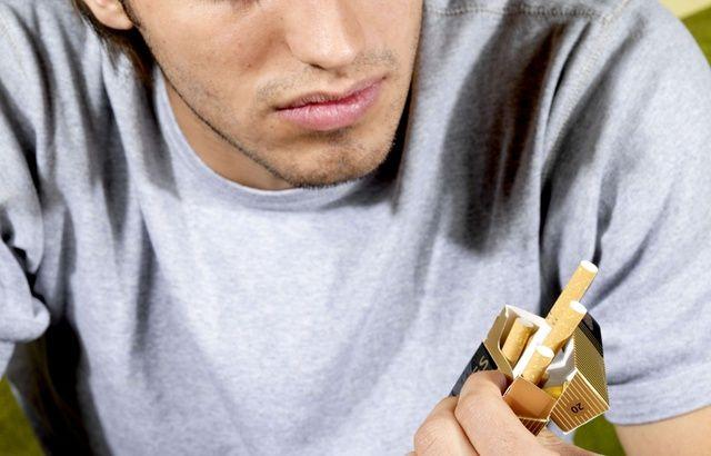 Les jeunes moins accrocs du tabac que leurs aînés au collège et lycée 640x410_jeune-fume