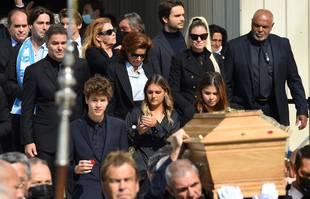 La famille Tapie à la sortie de la Cathédrale Major de Marseille, dont son petit-fils Louis au premier plan, le 8 octobre 2021.