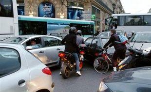 Des perturbations affecteront encore ce week-end les trafics SNCF et RATP, certains syndicats ayant réussi localement à faire reconduire la grève, alors que le président de la République Nicolas Sarkozy a de nouveau exclu de céder sur la réforme des régimes spéciaux de retraite.