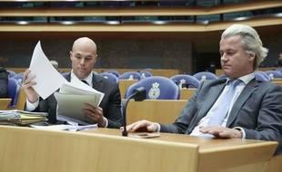 Joram van Klaveren (à gauche) avec Geert Wilders, le 4 avril 2013 au Parlement néerlandais.