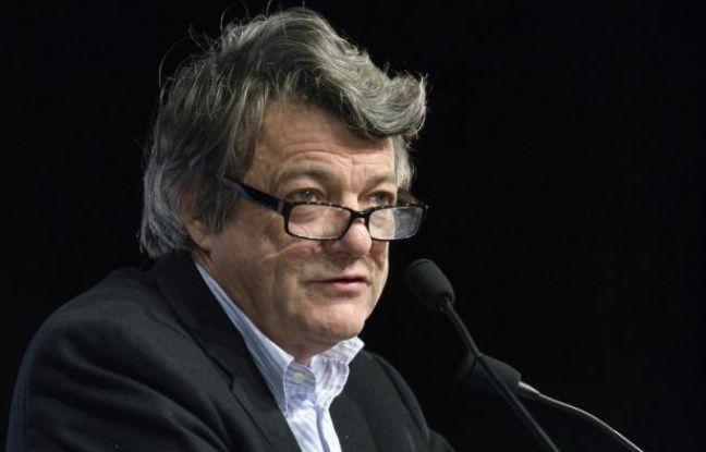 """Jean-Louis Borloo, président de l'UDI, déclare qu'il ne """"vit pas bien"""" sa marionnette des Guignols présentant un personnage """"sale et qui picole"""", dans un entretien au mensuel régional Nordway."""