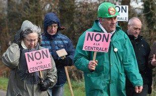 Les amendes à répétition reçues par les opposants au projet de centrale de gaz de Landivisiau (Finistère) est l'un des 100 cas répertoriés dans le rapport