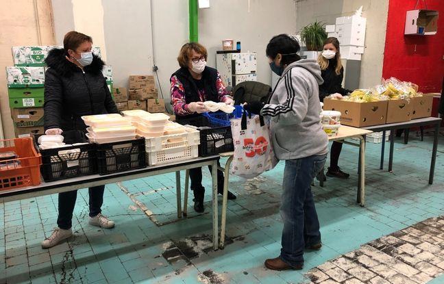 Distribution d'invendus alimentaires dans le local de Tinhi Kmou.