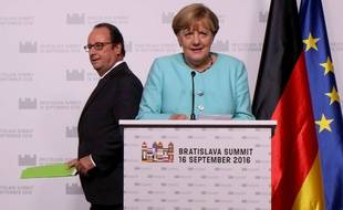 François Hollande et Angela Merkel à Bratislava pour le sommet des 27, le 16 novembre