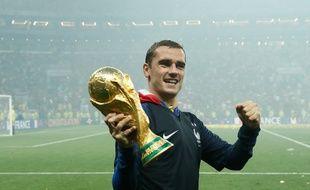 Griezmann avec le trophée.