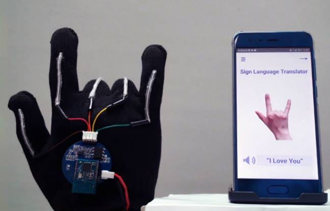 Des gants capables de traduire la langue des signes en temps réel