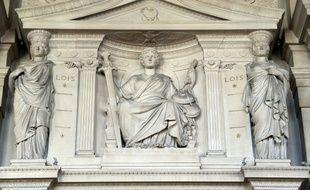 Détail de la façade de la Cour d'assises de Paris.