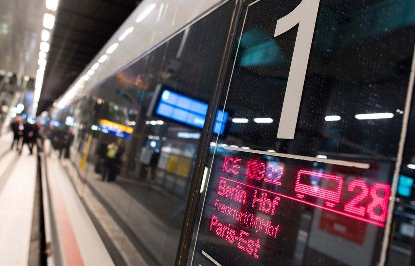 Une contrôleuse allemande, qui tournait des films X dans le train et les postait sur des sites pornos, se fait licencier