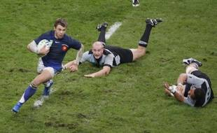 Vincent Clerc s'échappe lors de la dernière victoire du XV de France face à la Nouvelle-Zélande, le 6 octobre 2007.