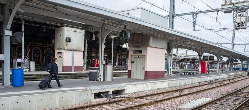 La gare de Toulouse Matabiau complètement déserte /Credit:FRED SCHEIBER/SIPA