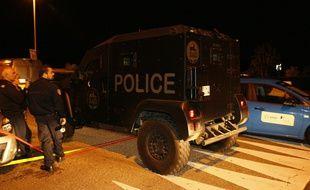 Un véhicule du Raid déployé à Magnanville, dans les Yvelines, où un forcené a tué un policier et sa compagne, le 13 juin 2016.