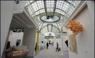 """""""Nouveaux lieux, nouvelles galeries, presque tout est nouveau"""", affirme à l'AFP Martin Bethenod, commissaire général d'une Foire Internationale d'Art Contemporain """"plus parisienne et plus internationale que jamais"""", ouverte du 26 au 30 octobre."""