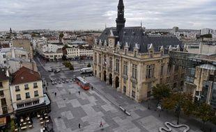 La ville de Saint-Denis (110.000 habitants) doit se choisir un nouveau maire samedi.