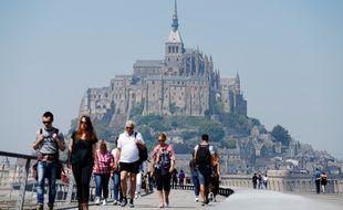 Le Mont-Saint-Michel attire près de 2,5 millions de voyageurs annuels.