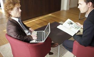 Les travailleurs handicapés peuvent accéder aux différents métiers de la banque comme celui de conseiller clientèle.