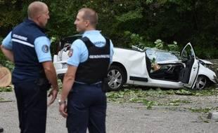 Ce mercredi 16 septembre, un jeune homme de 25 ans a trouvé la mort suite aux violentes rafales de vent après qu'un arbre s'est abattu sur sa voiture. AFP PHOTO/PHILIPPE DESMAZES