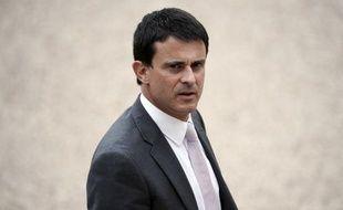 """Le ministre de l'Intérieur Manuel Valls a déclaré mercredi, à Levallois-Perret (Hauts-de-Seine), ne pas vouloir """"agir dans la précipitation"""" pour ce qui est d'un éventuel récépissé délivré lors des contrôles policiers d'identité."""