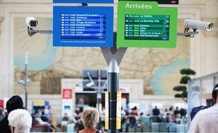 Voyageurs en gare Saint-Jean à Bordeaux, le 11 juillet 2018.