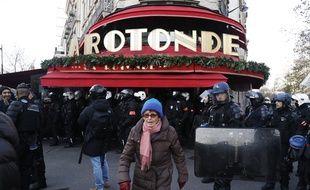 Le restaurant de la Rotonde, à Paris, a plusieurs fois été la cible de manifestants opposés à la politique d'Emmanuel Macron
