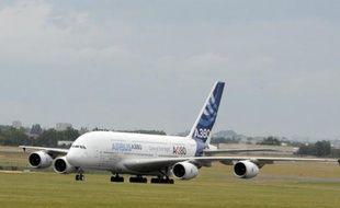L'agence européenne de sécurité aérienne (AESA) a recommandé vendredi l'inspection de presque la moitié des Airbus A380 après la découverte de nouvelles fissures sur la voilure des très gros porteurs de l'avionneur européen.