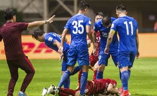 Le match de Chinese Superleague entre Shangahi et Guangzhou a dégénéré, notamment à cause d'Oscar (au sol), le 18 juin 2017.