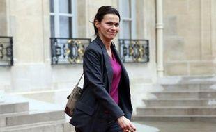 """La ministre de la Culture, Aurélie Filippetti, élue de Moselle, a estimé mardi qu'il n'y avait """"pas de confiance"""" dans la parole de l'industriel Lakshmi Mittal sur le site de Florange, estimant qu'il faudrait en revenir à une solution de reprise si """"les engagements n'étaient pas tenus""""."""