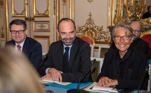 Le Premier ministre Edouard Philippe (au centre) et la ministre des Transports Elisabeth Borne le 9 janvier 2018 à Matignon.